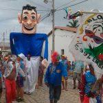 """Bloco """"É Babado"""" faz a festa pelas ruas do bairro Bom Jardim"""