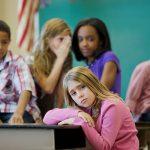 Instituições de ensino e clubes devem implementar ações educativas contra o bullying