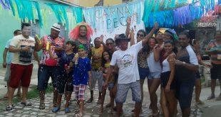 """Na ausência do tradicional bloco """"Carnabuco"""", grupo faz festa do """"Carnabeco"""" (Foto: Luciano Lellys)."""